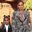 Beyoncé chegou de mãos dadas com a filha, Blue Yvi, na estreia do filme 'O Rei Leão'