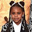 Filha de Jay-Z e Beyoncé, Blue Yvi roubou a cena comcom coque duplo, alto e no estilo half bun