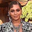 Beyoncé apostou em penteado com tranças da raiz às pontas e maquiagem em tom terroso