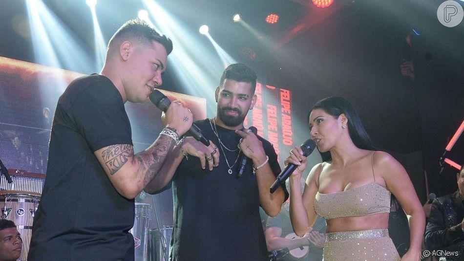 Simaria, dupla de Simone, cantou ao lado de Dilsinho no aniversário de 24 anos de Felipe Araújo em casa noturna de Goiânia nesta terça-feira, 9 de julho de 2019
