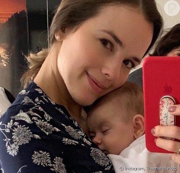 Thaeme comemora 3º mês de vida da filha, Liz, com foto fofa: 'Amor mais puro'