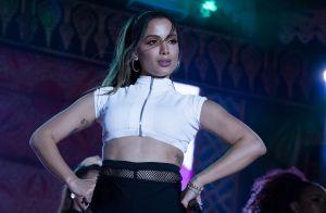 Anitta explica escolha dos looks após críticas: 'Boto roupa que eu quiser'