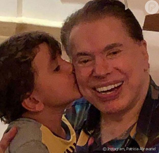 Silvio Santos se divertiu com os netos Pedro e Jane, filhos de Patricia Abravanel, de quem ganhou declaração pelo Dia dos Pais: 'Pai lindão'