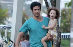 Flora, filha de Mateus Solano e Paula Braun, faz 4 anos à espera de um irmão