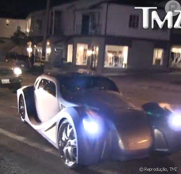 Will.I.Am desfilou com carro avaliado em R$ 1,8 milhão em Hollywood, segundo informações do site 'TMZ', nesta quarta-feira, 20 de fevereiro de 2013