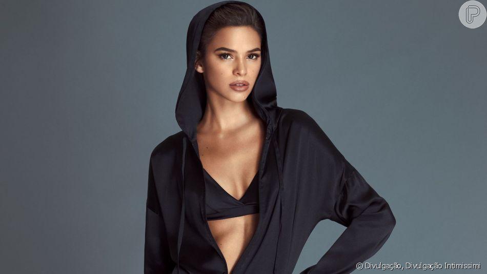 Bruna Marquezine e mais famosos apostam em bomber jacket estilosa
