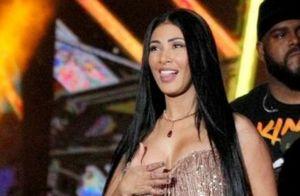 Simaria usa 2 looks em show: macacão transparente e vestido de pedra. Veja!