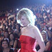 Elegante, Marília Gabriela recebe homenagem em evento com presença de Dira Paes