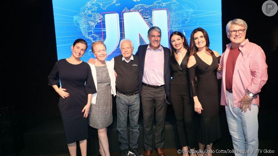 William Bonner e Fátima Bernardes posaram com Renata Vasconcellos e ex-apresentadores do 'Jornal Nacional' na festa dos 50 anos do telejornal