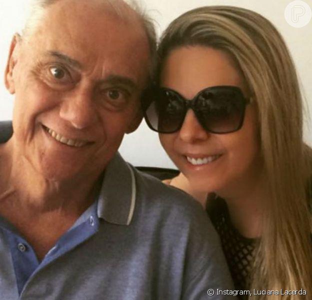 Viúva de Marcelo Rezende, Luciana Lacerda prestou homenagem póstuma ao apresentador: 'Ainda escuto a sua voz'