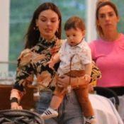 Família fashion! Isis Valverde e o filho usam looks cheios de estilo em passeio