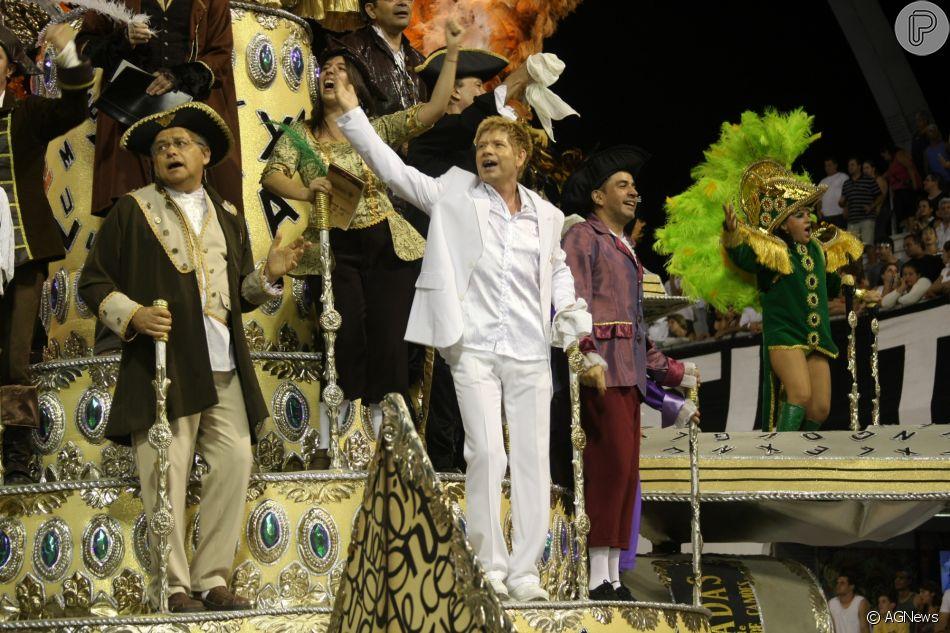 Roberto Leal desfilou em escola de samba no carnaval de São Paulo