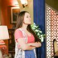 Mirela (Larissa Manoela) é pressionada por Vini (Vincenzo Richy) e Luca (João Guilherme Ávila) a decidir com quem quer ficar na novela 'As Aventuras de Poliana'