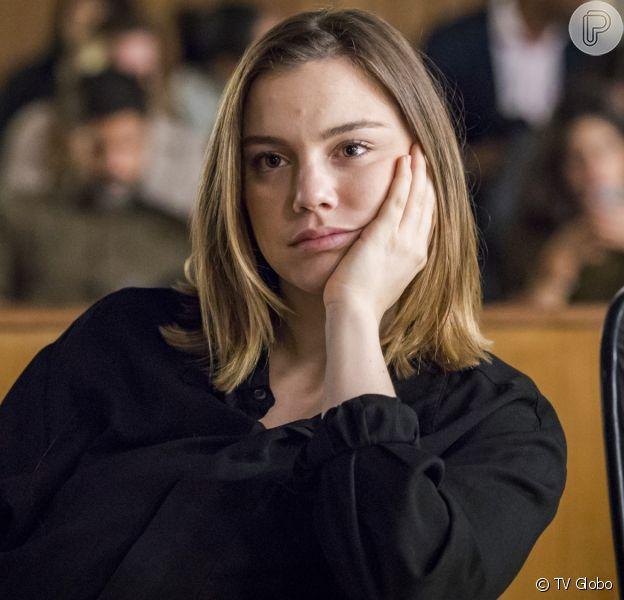 Dalila (Alice Wegmann) tenta matar Laila (Julia Dalavia) na novela 'Órfãos da Terra'