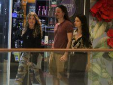 Elba Ramalho faz rara aparição com filho, Luã Yvys, em shopping do Rio. Fotos!