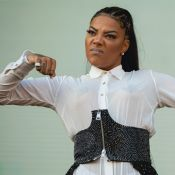 Ludmilla aposta em body branco com acessório nos seios para show no Rock in Rio
