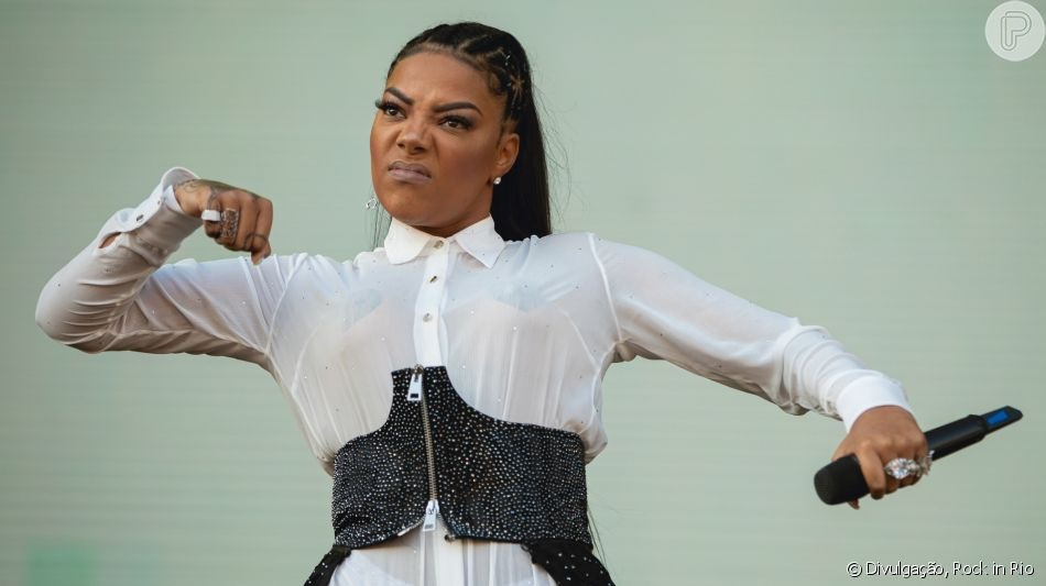 Ludmilla usa acessório nos seios ao se apresentar com a Funk Orquestra no Rock in Rio, em 5 de outubro de 2019