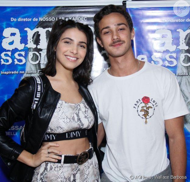 Rayssa Bratillieri e André Luiz Frambach vão à première de drama no Rio