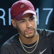 Neymar não está mais solteiro! Jogador vive romance com modelo, diz colunista