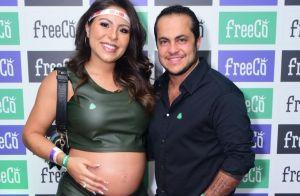Grávida de Thammy Miranda, Andressa Ferreira deixa barriga à mostra em show