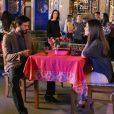 Marcelo (Murilo Cezar) avisa Luisa (Thaís Melchior) que terá que viajar para o exterior com a mãe na novela 'As Aventuras de Poliana'