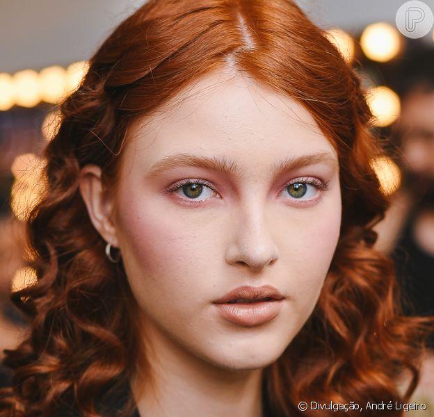 Maquiagem para o verão: aposte em tons de rosa para um visual fashionista na próxima estação