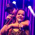 A cantora Maiara, dupla de Maraísa, deu um tênis com chip para o namorado, Fernando Zor