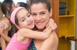 Filha de Ingrid Guimarães adota novo visual e exibe semelhança com a mãe