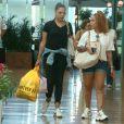 Sem o namorado, Gabigol, a irmã de Neymar passeou com amiga