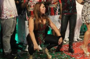 Susana Vieira desce até o chão ao ser coroada rainha de bateria da Grande Rio