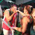 Susana Vieira e David Brazil agitam a bateria da Grande Rio durante coroação