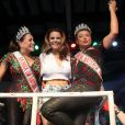 Susana Vieira e David Brazil, coroados, posam com suas faixas em camarote ao lado de Viviane Araújo