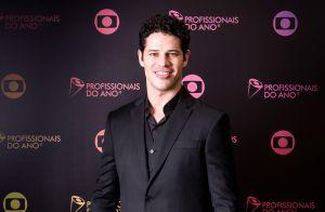 José Loreto exibe gingado em ensaio para viver Sidney Magal no cinema: 'Solto!'