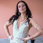 Look branco e acessórios de búzios: Paolla Oliveira grava clipe da Grande Rio