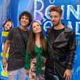 Larissa Manoela posou com  Igor Jansen e João Côrtes em pré-estreia de filme