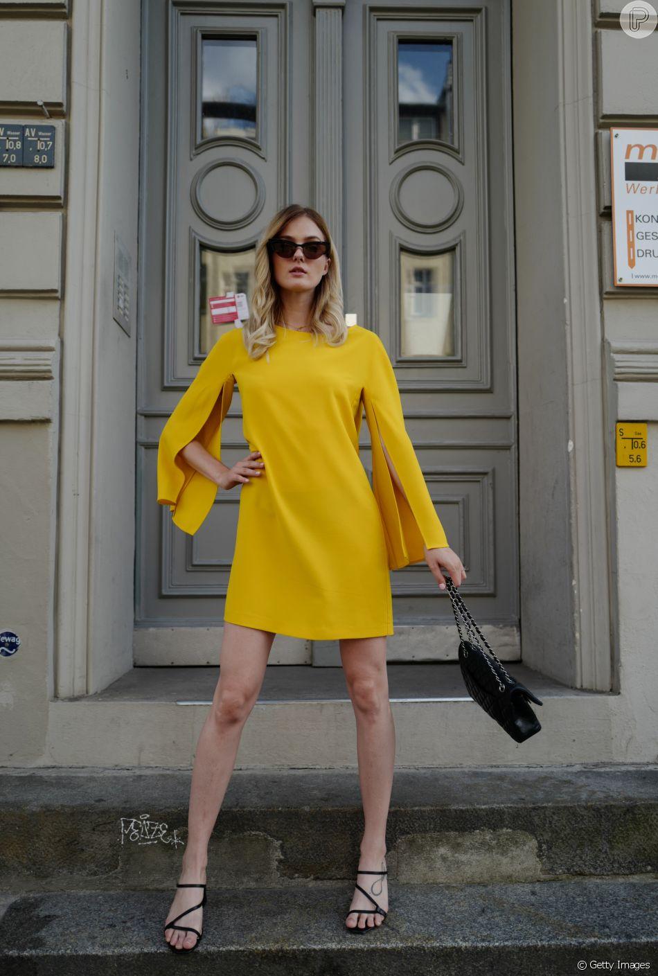 Vestido de festa: o expert aconselha apostar na cor amarela para um visual superchique, especialmente para quem tem cabelo loiro