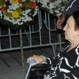 Mãe de Gugu, Maria do Céu deixou o local do velório de cadeiras de roda