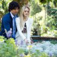 Megan (Isabelle Drummond) passeia com Arthur (Dudu Azevedo) por um jardim sensorial, em 'Geração Brasil'