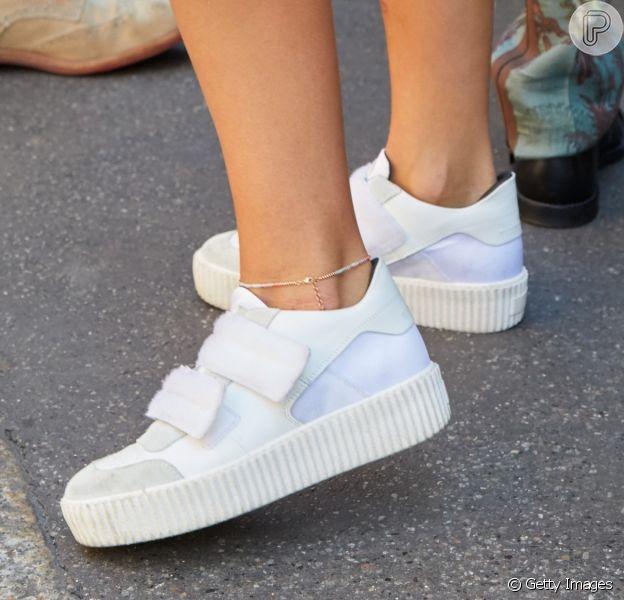 Sapatos do verão 2020: tênis branca, sandália de amarração e mais opções da moda para usar na estação. Fotos!