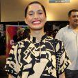 Camila Pintaga esbanja estilo com chemise de estampa geométrica