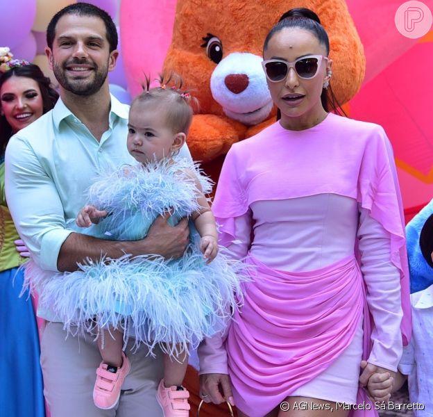 Sabrina Sato usa look rosa no aniversário de 1 ano da filha, Zoe, em 7 de dezembro de 2019