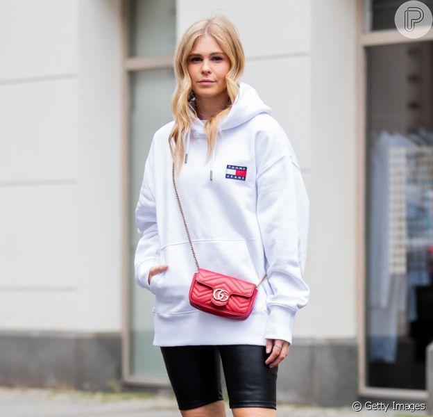 Moda streetwear: calça, camiseta, moletom e mais peças do estilo queridinho das ruas em 15 looks inspiradores para se vestir como uma fashionista. Fotos!