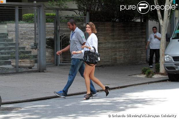 Sophie Charlotte foi vista gravando cenas de 'Sangue Bom' em São Paulo, na manhã deste domingo, 24 de fevereiro de 2013