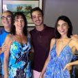 Rayssa Bratillieri eAndré Luiz Frambach comemoram Natal cercados da família