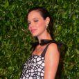 Laura Neiva contou que não pretende incluir carne na alimentação da filha, Maria