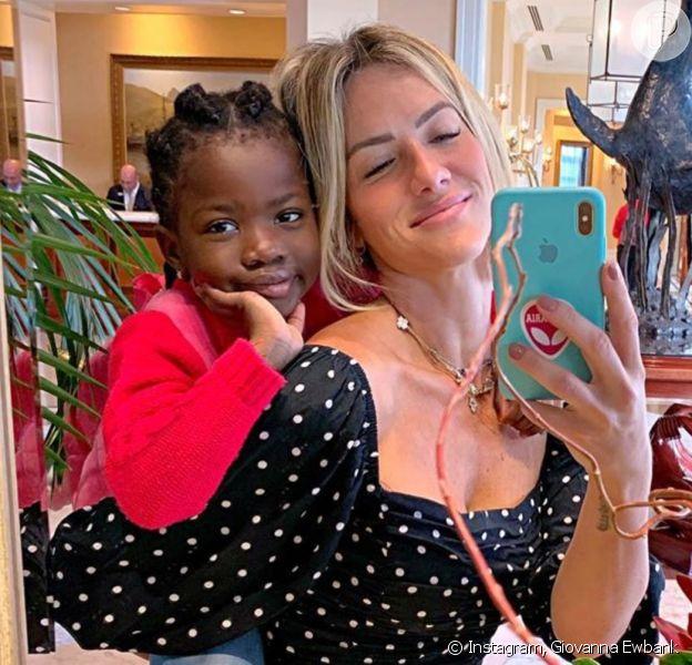 Giovanna Ewbank se derrete pela filha, Títi, estilosa: 'Aí, meu coração'