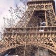 Eliana posou com noivo, Adriano Ricco, perto da Torre Eiffel