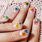 Conheça a 'Flower Nails', nail art escolhida por Bruna Marquezine para o verão