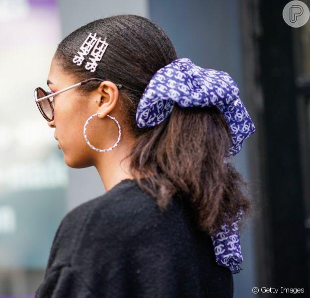 Acessórios para cabelo no verão: as presilhas são um clássico dos anos 90 que voltaram para as madeixas das fashionistas. Confira 5 formas de apostar no acessório nos dias de calor!