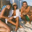 Bruna Marquezine curte praia com amigos no Rio de Janeiro e é tietada por fãs nesta sexta-feira, dia 10 de janeiro de 2020